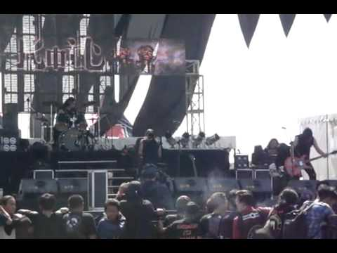 @koiltv Live @bandungberisik 2012  Nyanyikan Lagu Perang