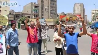 بالفيديو: مؤيدى الرئيس السيسى يهاجمون صباحى وخالد على  بميدان عابدين