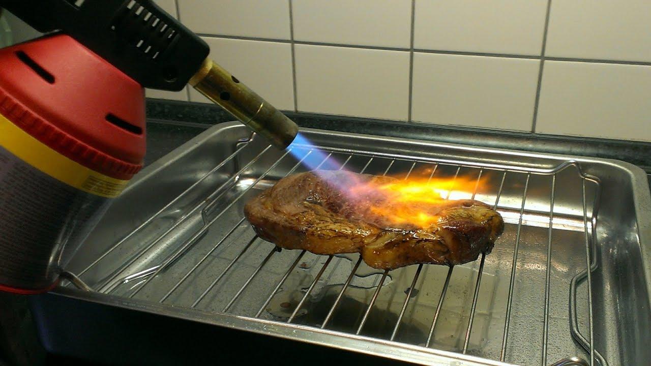 Das Steak aus der Spülmaschine und mit Lötbrenner