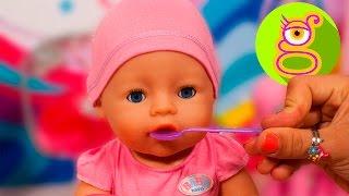 Cuidamos a la bebé Claudia - Baby Born - vídeos de bebés - juguetes en español
