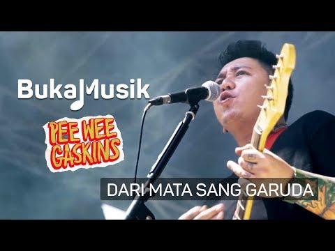 Pee Wee Gaskins - Dari Mata Sang Garuda (with Lyrics) | BukaMusik
