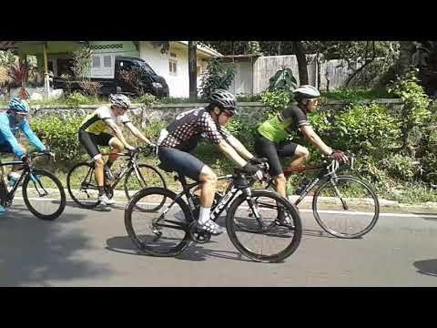 Pembalap sepeda curang Asian Games? Didorong makè motor