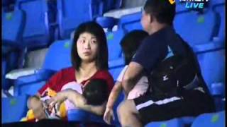 bad parenting asian baseball fan drops his baby daughter to catch a foul ball