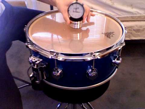 tuning a snare drum with the drum dial youtube. Black Bedroom Furniture Sets. Home Design Ideas