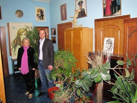 Цветы в Дом - Музей Джуны Давиташвили. Благотворительная акция Марии Карпинской и Василия Пугачева