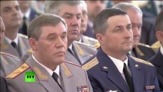 Владимир Путин вручает награды отличившимся в Сирии военнослужащим России
