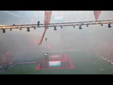 Galatasaray stadında fener ağlama tirbünden