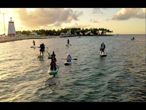 ساحرات شريرات يمارسن التجديف على شواطئ فلوريدا استعداداً لـ الهالوين  - نشر قبل 9 ساعة