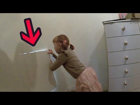 بنت تعثر على غرفة مخفية ورا جدار غرفتها - أماكن وغرف سرية غريبة