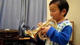 おにいちゃんがコルネットを持ったので、おにいちゃんの楽器を譲りうけ...