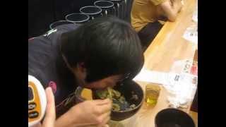 神山 翔平 がゆっくり1キロメガ盛りを食べると・・・53秒 (ZEYO.メガ...