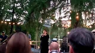 Смотреть клип Вера Полозкова - Р—СѓР±С‹ выпали вверху онлайн