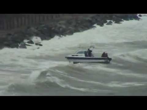 Крушение катера во Владивостоке.wmv