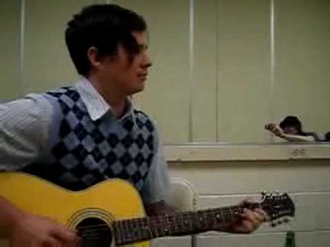 Tom Delonge Sings Backstage For Phantom Planet