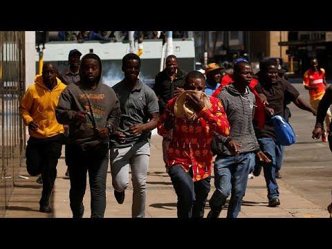 شرطة زيمبابوي تطلق الغاز المسيل للدموع لتفريق محتجين من أنصار المعارضة…  - 14:53-2019 / 8 / 16