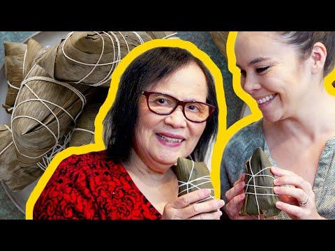 👐 My parents teach us how to wrap Zongzi (咸肉粽)!