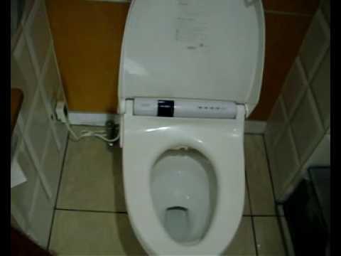 test und funktion einer japanischen toilette mit bidet doovi. Black Bedroom Furniture Sets. Home Design Ideas