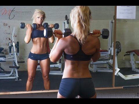 WHY WOMEN SHOULD LIFT HEAVY WEIGHTS - Rachel Guy / Athletic Fox