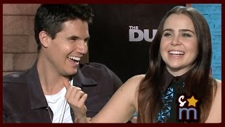 Taylor Swift Lyric Pick Up Lines w/ Mae Whitman & Robbie Amell - THE DUFF Interview
