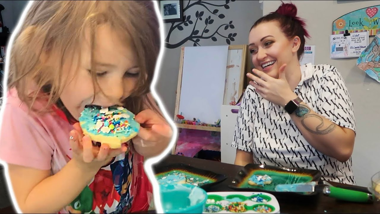 Christmas Cookie Challenge 2018.Christmas Cookie Decorating Challenge Vlogmas 2018 Day 4