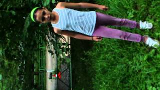 Девочка поет на старорусском языке