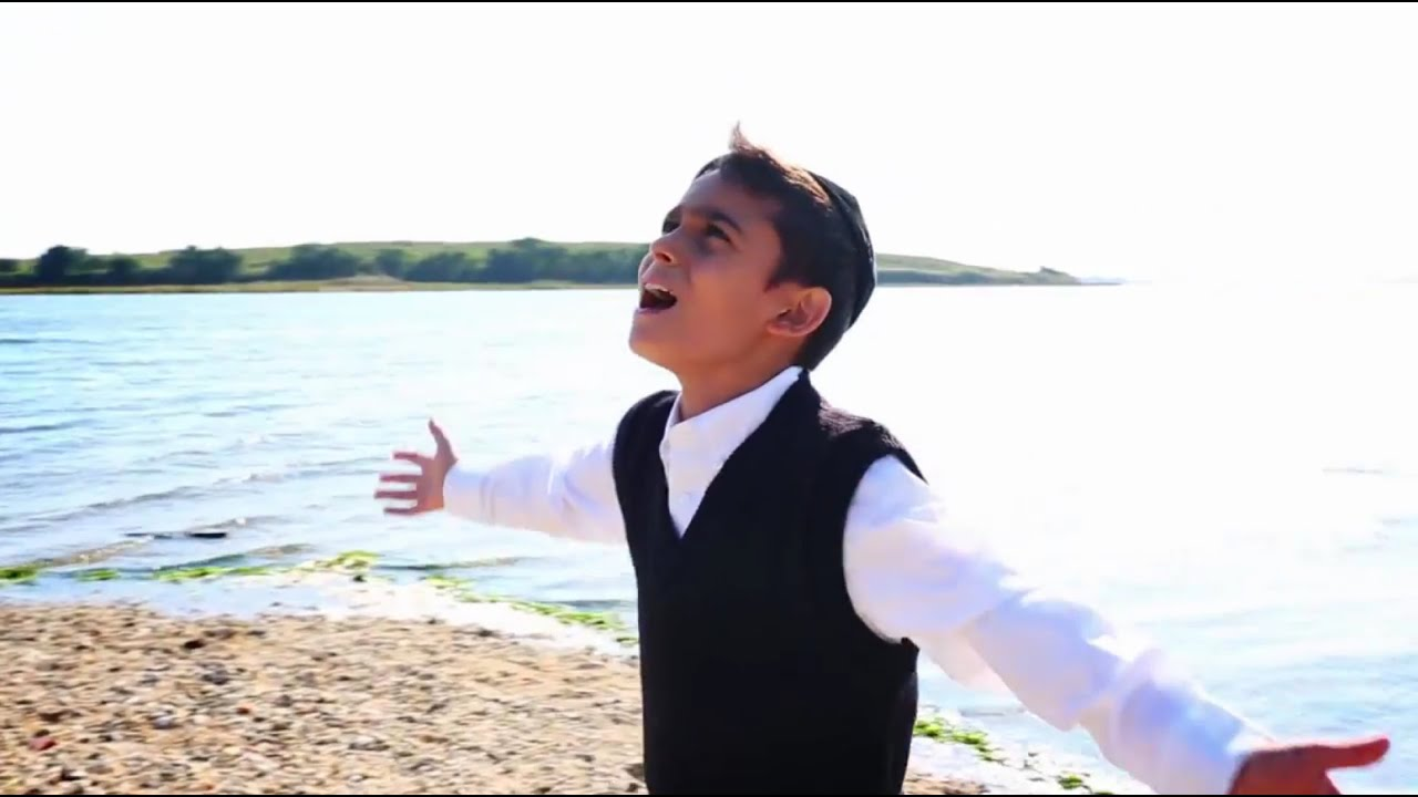 "The Yeshiva Boys Choir - ""Adir"" - YouTube"