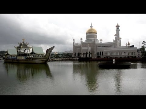 Brunéi adopta la ley islámica