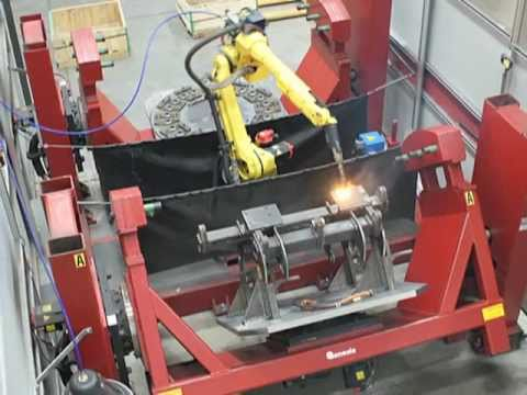 Capital Welding's Robotic Welding Cell - YouTube