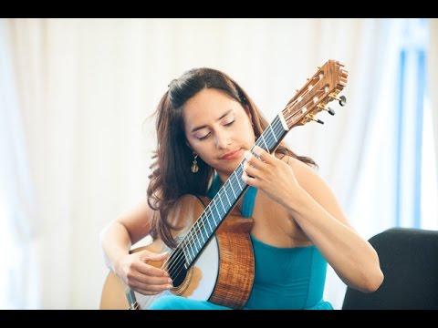 """Mexican guitarist Zaira Meneses performs """"La llorona"""""""