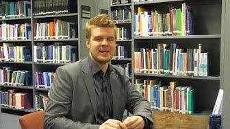 Eduskunnan kirjaston tutkijapaikalla Ilmari Hiltunen