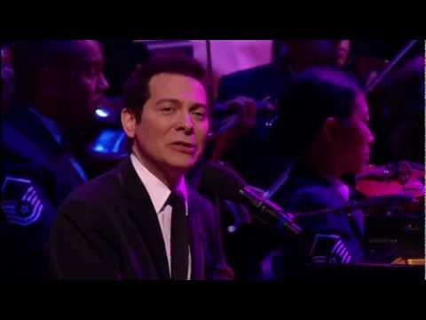 Michael Feinstein performs
