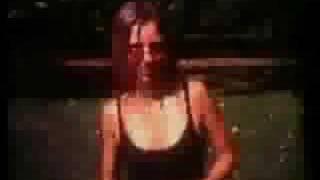 Amorf ördögök - parti lány (klipp)