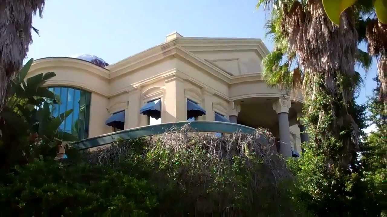 Hard Rock Cafe Abandoned