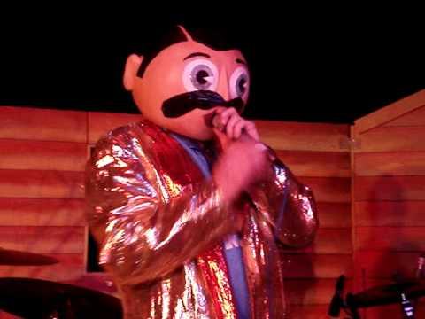 Frank Sidebottom - Everybody Sings Queen