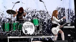 "Halestorm : "" Freak Like Me "" Download festival 9-6-12"