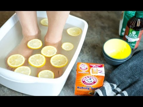 Soak your feet in this powerful baking soda mixture 2x each week to heal dry and cracked feet