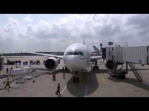 Inaugural flight landing at Chicago O'Hare | Boeing 777 | Emirates Airline