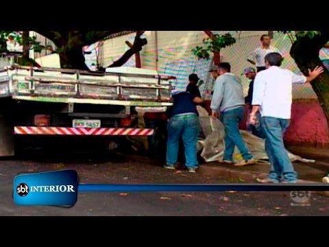 Vigilância Epidemiológica recolhe entulhos acumulados por morador de rua
