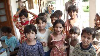 Children smiling and singing Jeevay Jeevay Pakistan