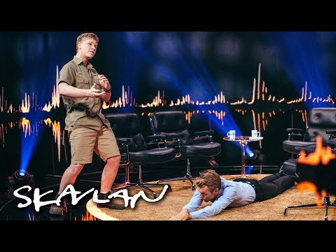 «The Crocodile Hunter»'s son Robert Irwin demonstrates how to catch one | SVT/TV 2/Skavlan