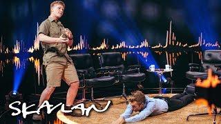 «The Crocodile Hunter»'s son Robert Irwin demonstrates how to catch one | SVT/TV 2/Skavlan