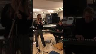 Nyusha / Нюша - отрывок НОВОЙ ПЕСНИ (Live, акустический концерт в Instagram)
