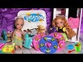 Anna and Elsa Toddlers Pack for a Beach Vacation - Hotel Holiday Stay - Stories with Toys and Dolls