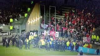 Effondrement d'une barrière de sécurité pdt le match Amiens - Lille. De nombreux blessés.