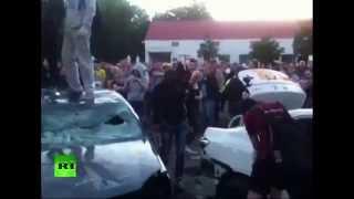 Украинские националисты атакуют российское посольство(Более 200 человек 14 июня устроили пикет возле здания посольства РФ в Киеве. Националисты принесли автомобиль..., 2014-06-14T21:02:05.000Z)
