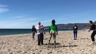 А на пляже в Малибу делаю сальто под руководством Оксаны Гришиной и Сизова