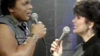 Download Lagu Don't Know Much-Ronstadt & Neville LIVE mp3