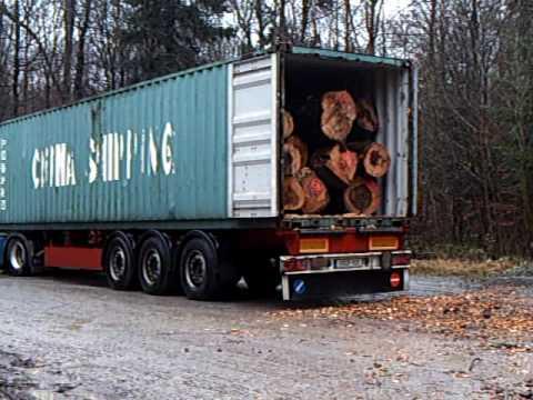 Der Container wird beladen.......