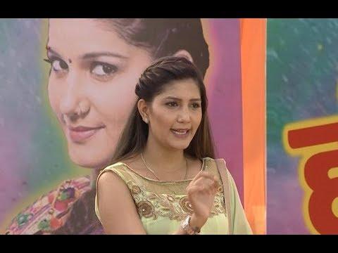 Bigg Boss 11 contestant Sapna Choudhary's BEFITTING REPLY to her haters | Holi Celebrations