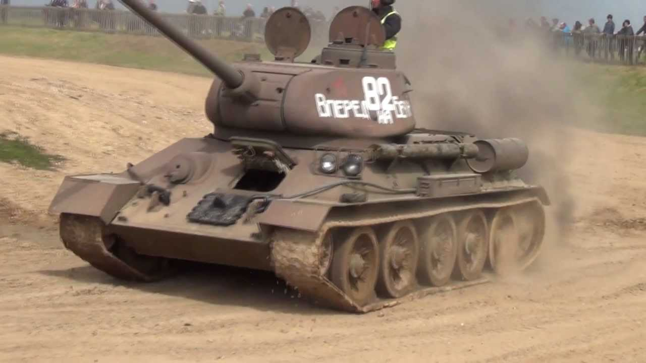 IWM Duxford, tank demo, Russian T-34/85, 16/06/2013. - YouTube